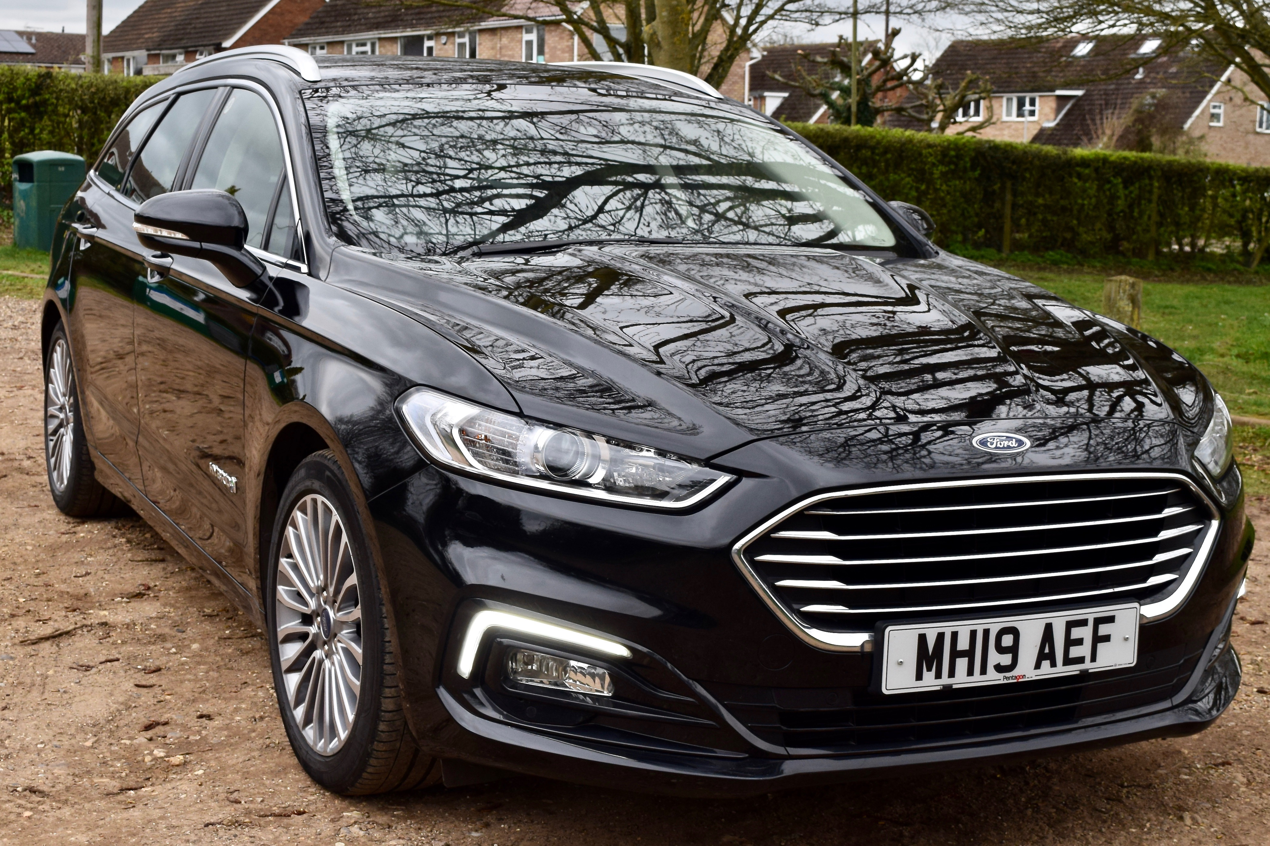Outside view of the Ford Mondeo Hybrid